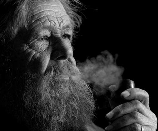Is pipe smoking making a comeback?(© All Rights Reserved)